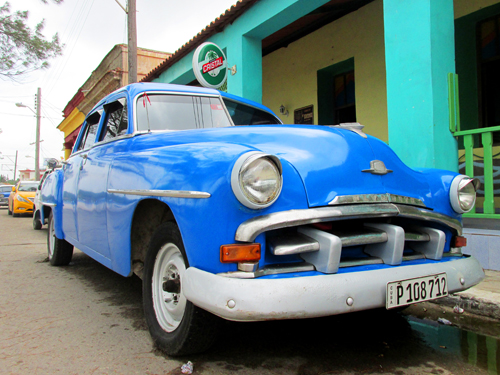 cuban travel photography, blue vintage car by sherrie thai of shaire productions