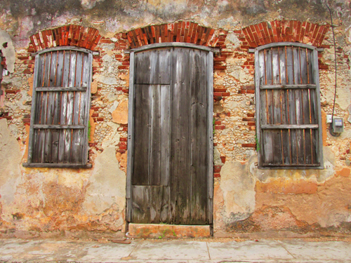 cuban travel photography,cojimar building by sherrie thai of shaire productions